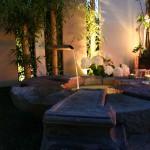 Stimmungsvolle Beleuchtung des Wasserspiels. (Ausführung: Fa. Baum und Garten)