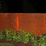 Cortenstahl – stimmungsvoll illuminiert. (Ausführung: Fa. Baum und Garten)